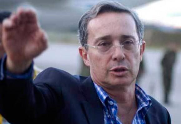 """Uribe: """"Sería mejor tener los paramilitares en Venezuela a ver si salimos de Maduro"""""""