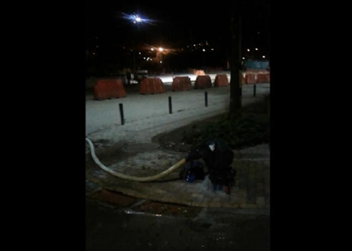 Derroche de agua por construcción de obra Parques del Río en Medellín