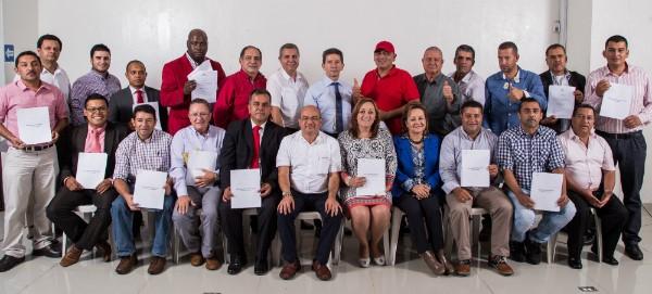 Néstor Hincapié Vargas, rector, y el congresista Iván Darío Agudelo, con los candidatos a alcaldías de Antioquia, candidato a Asamblea y Concejo de Medellín