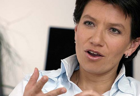 "'No vamos a permitir que políticos mala leche tumben a la gobernadora del Putumayo"": Claudia López"