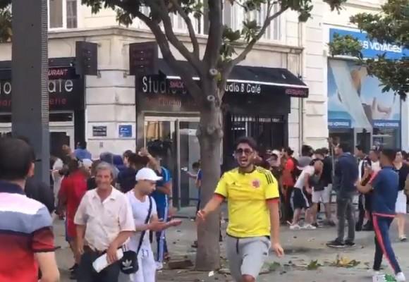 Un hincha colombiano en la estampida hooligan de la Eurocopa