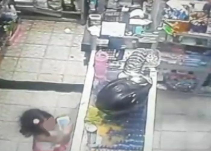 Pareja utiliza a menor de edad en Florencia para robar