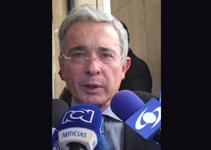 RCN y Caracol: desmovilícense, Colombia ya no los soporta más