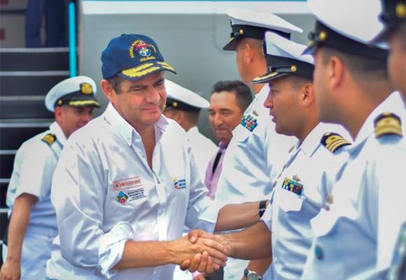 Germán Vargas Lleras sin el botón con el eslogan de 'Sí a la paz'