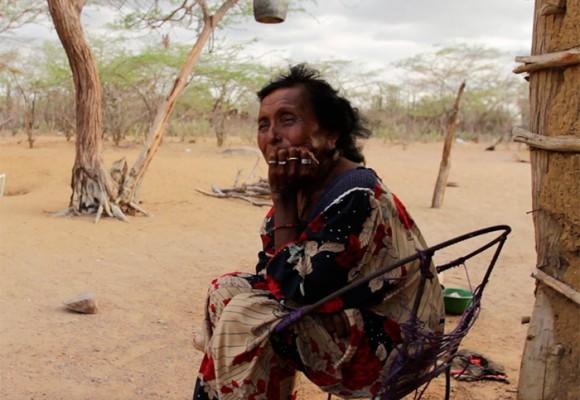 Jorgina, una transexual wayuu de 76 años desterrada por su gente