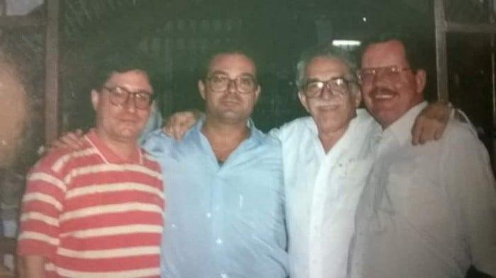 De der. al izq. Jhon McCarthy,  periodista británico; el Nobel de Literatura, Gabriel García Márquez; el autor de Las cartas de Clonard, Joaquín J. Palacios Sanz; y, el periodista Francisco Santos. Año: 1996.