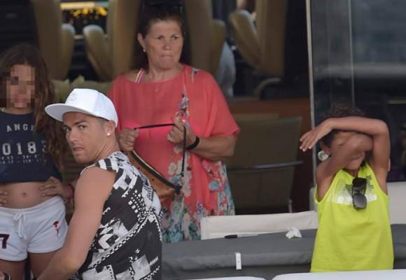 Fotos: Cristiano Ronaldo, de padre 'desalmado' al más consentidor del mundo