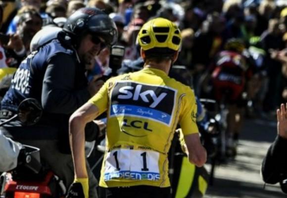 Tour de Francia: controvertida decisión mantiene a Froome como líder