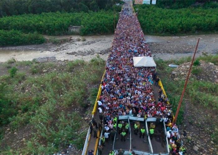 La trágica procesión de venezolanos que huyen hacia Colombia