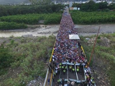 Este es el puente internacional Simón Bolivar en donde ésta mañana 50 mil venezolanos cruzaron la frontera