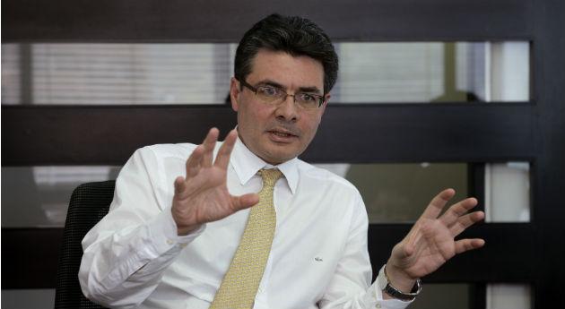 El ministro Alejandro Gaviria ha dado una dura pelea para controlar los precios desbordados de los medicamentos.