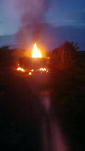 Esta camioneta supuestamente fue incinerada por campesinos en El Paujil