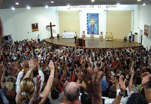 """""""Dios, líbranos de los pastores cristianos evangélicos en el poder"""""""