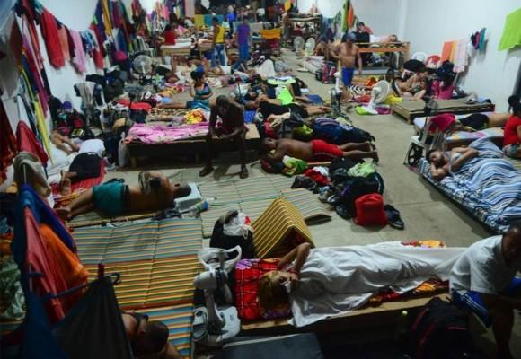 Video: El suplicio de 1.500 cubanos hacinados en un hangar de Turbo, Antioquia