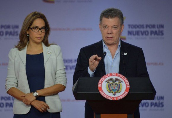 ¿A Santos le dio miedo la presión uribista y sacó a Gina Parody del MinEducación?