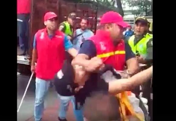 En video: la golpiza a una mujer que le dio un funcionario de la alcadía de Bucaramanga