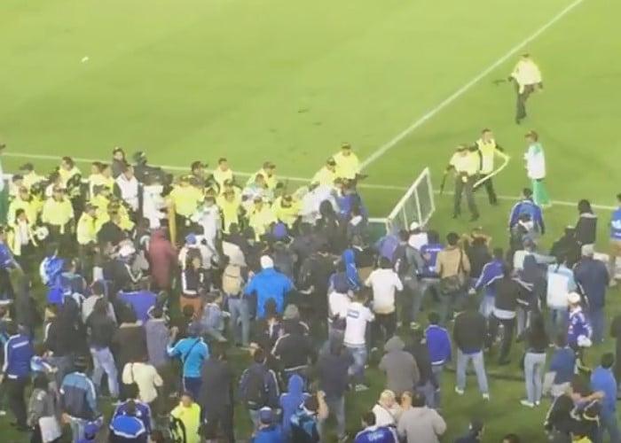En video: hinchas de Millonarios casi linchan a su propio equipo