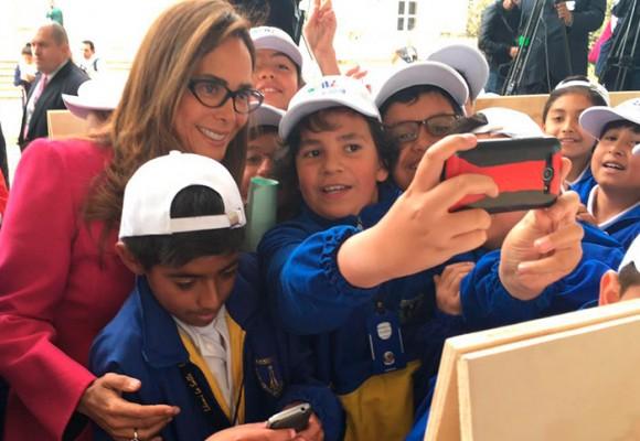 """""""Pinta una Colombia en Paz"""", la campaña de Santos y Parody con los niños"""