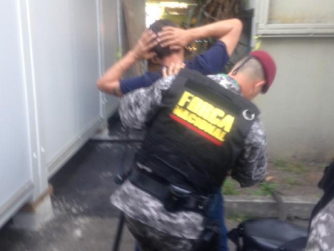 policia-arrestra