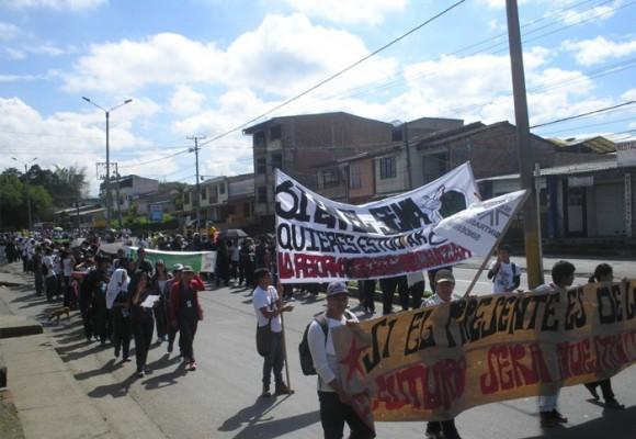 Aprendices y trabajadores del SENA Cauca se movilizan contra la Reforma Tributaria