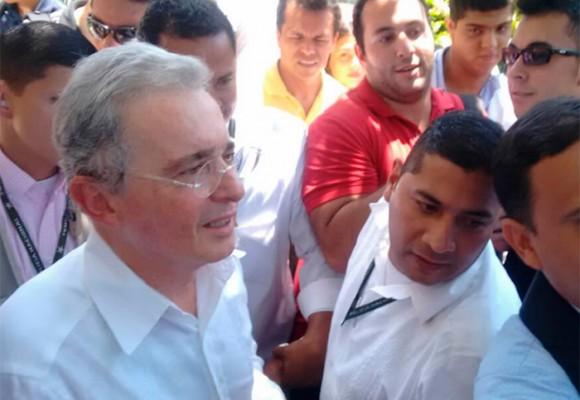 La rechifla a Uribe (y su contra rechifla) en la Uninorte
