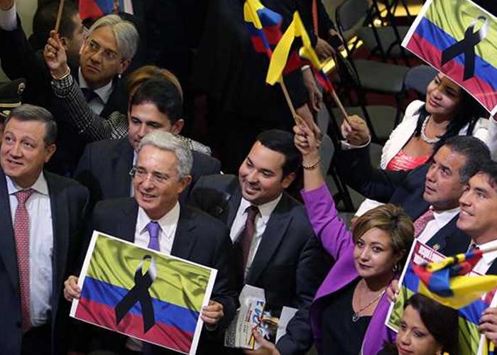 'Castrochavismo', un cascarón vacío del Uribismo