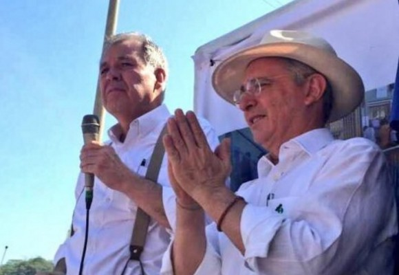 """""""Las calles de Colombia son nuestra trinchera"""": Uribe ante la firma del acuerdo de paz"""