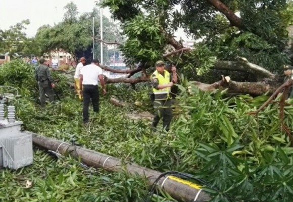 Fuerte vendaval dejó sin luz a Puerto Carreño