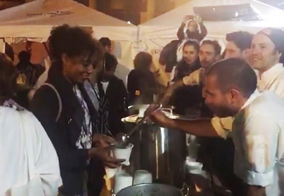 VIDEO: Así alimentan chefs de los mejores restaurantes a los muchachos de la plaza de Bolívar