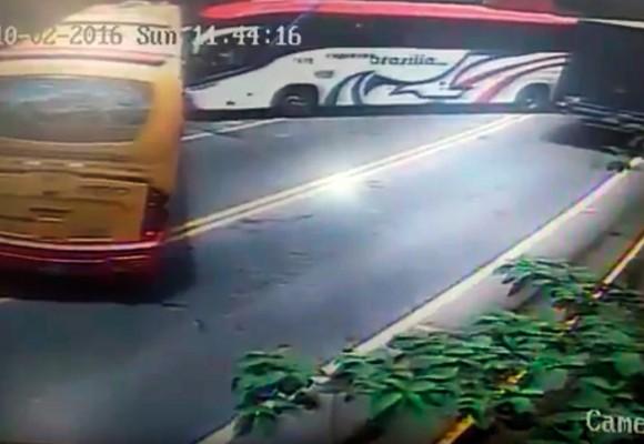 EN VIDEO: el impresionante choque de frente entre 2 flotas en Cundinamarca