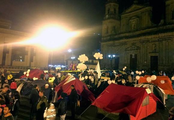 """""""Yo pasé una noche con los que acampan en la Plaza de Bolívar"""""""