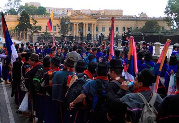 En chivas y buses llegan 5000 indígenas hacia la gran toma de Bogotá por la paz