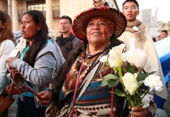 La marcha de las flores:  indígenas, víctimas y familiares de militares unidos