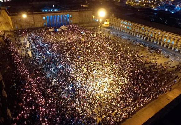 Siete décadas después, miles de jóvenes emulan la Marcha del silencio de Gaitán
