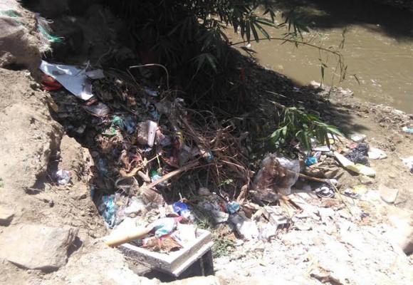 Al río Manzanares lo están matando sus vecinos