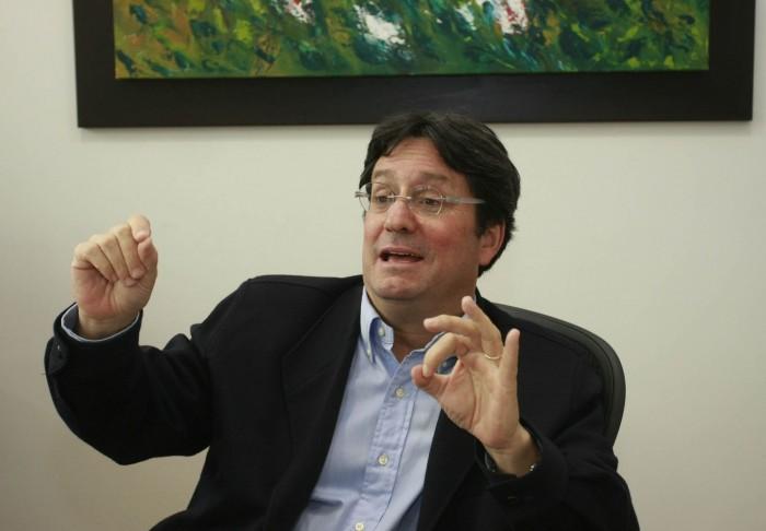 El director de RCN Radio y expresidente de la República, Francisco Santos, no tiene la menor duda de que la justicia en Colombia esta politizada. (Colprensa – Germán Enciso)