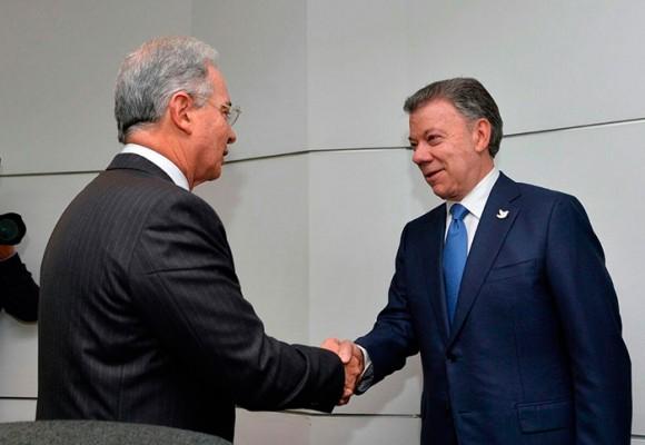 Los refuerzos de Santos y Uribe para una reunión que dejó de ser privada