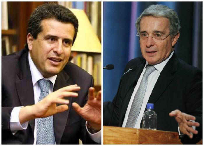 Las insólitas relaciones del expresidente del senado con Uribe