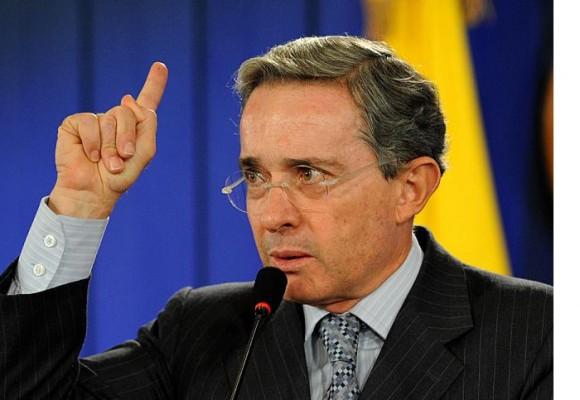 ¿Qué pasaría si se escanea el cerebro de Uribe?