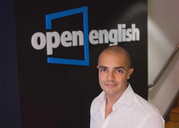 Open English le responde a usuario indignado