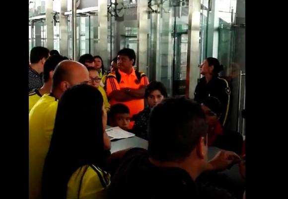 """Video: """"Gracias a @Avianca les va a tocar ver el partido en la casa"""""""
