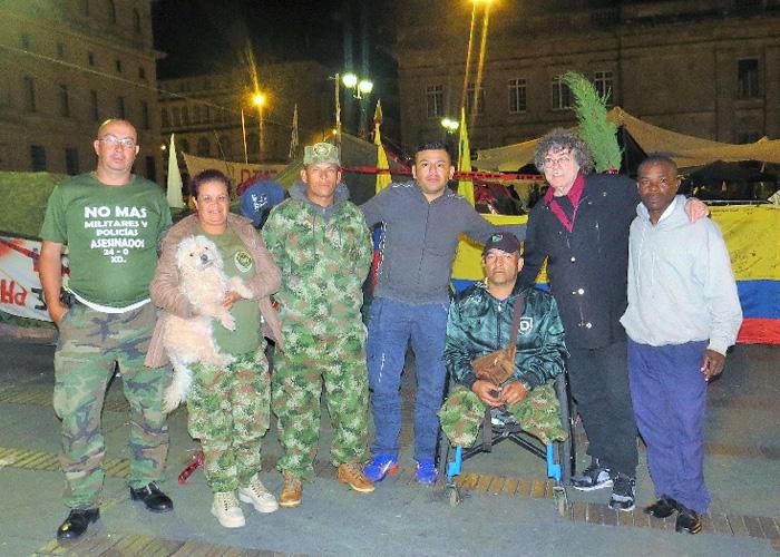 La carpa invisible en los campamentos por la paz