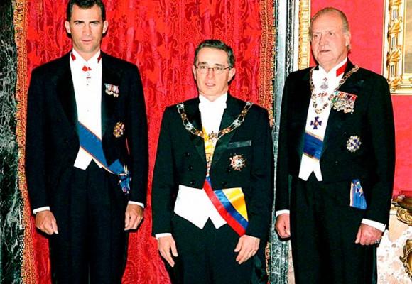 Cuando Uribe hizo el oso con la realeza española