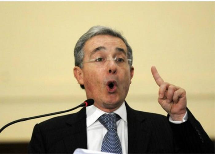 """""""Uribe el enredador"""""""