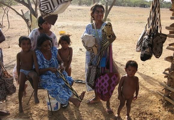 Bloque de búsqueda por niños wayuus moribundos