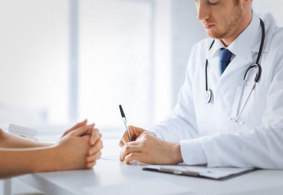 A propósito del día del médico ¿Y a nosotros quién nos cuida?