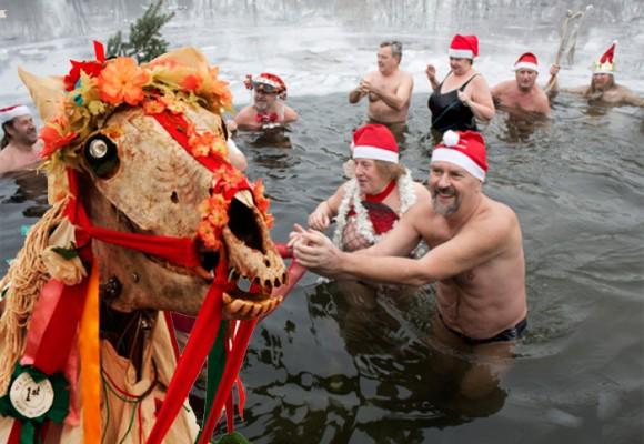Darle de comer a los muertos y adorar a cagadores: las peores costumbres navideñas