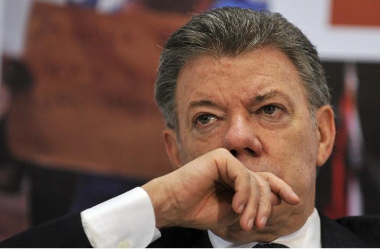 Santos acorralado y el país más golpeado