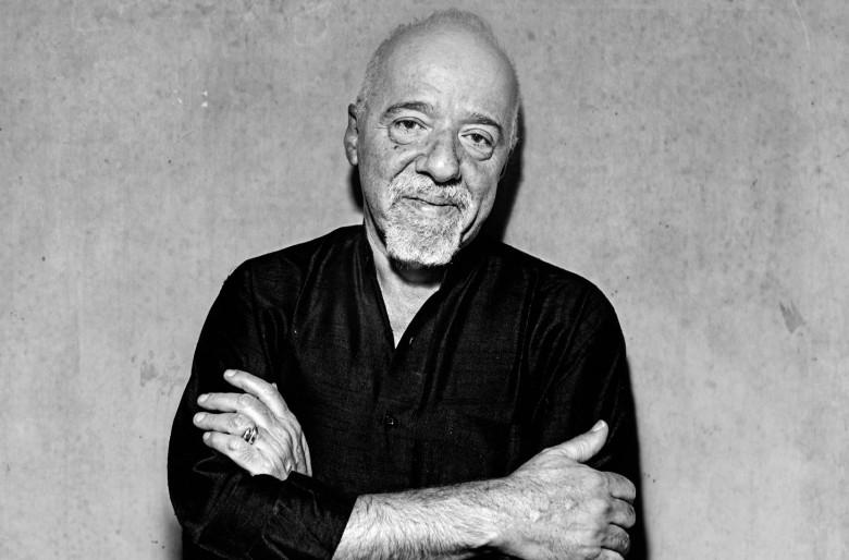 La absurda arremetida contra la literatura de Coelho