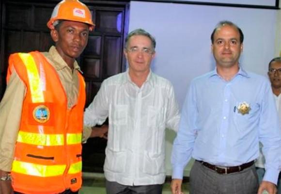 Uribe echa al agua a su exviceministro Gabriel García para salvar su gobierno
